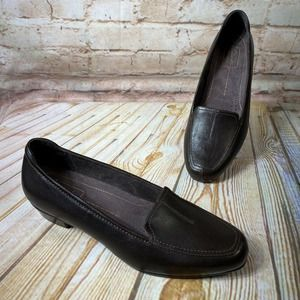 Clarks Everyday Leather Loafers Shoes Low Heel EUC